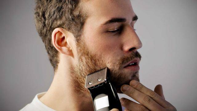 How To Shave With An Electric Razor (1)